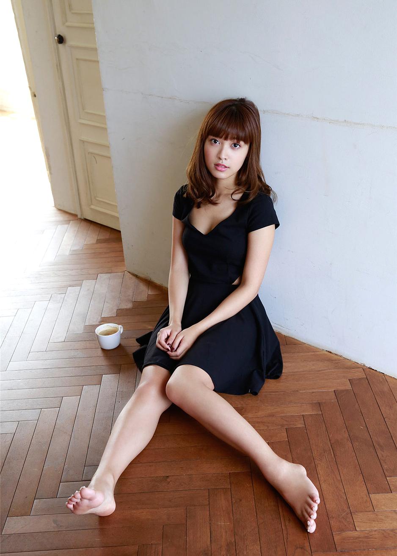 日本极品混血美女松本愛居家短裙性感写真